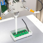 Versuchsaufbau Sensor Verguss im ViscoTec Technikum