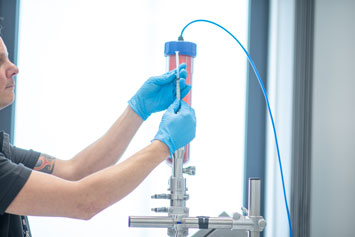 With semi-automatic filling, the syringes are screwed to the system via the Luer Lock attachment