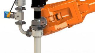 ViscoTec Dispenser metallfrei, montiert an einem 6-Achsen-Roboterarm