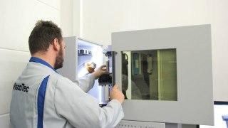 ViscoTec employee at CT workstation