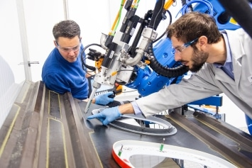 Optimized Sealing: Dispensing tests in the ViscoTec technical center