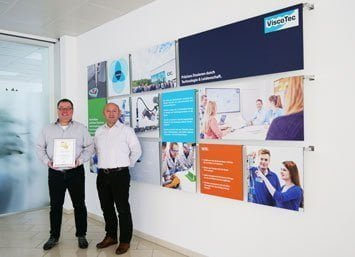 The managing directors Martin Stadler and Georg Senftl with the certificate of the Growth Champions 2019.