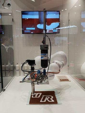 Die vollautomatisierte Dosierlösung am Stand von vonRoll auf der JEC in Paris im März.