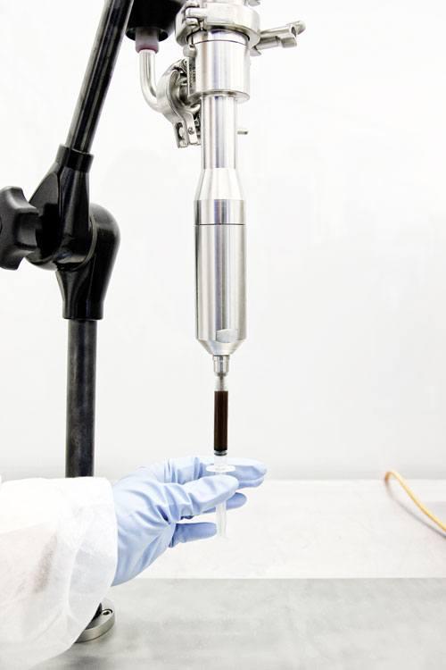 Abfüllung von zähem THC (Cannabinoide) in Spritzen mit ViscoTec Abfüllpumpen.